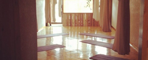 Fall in Love with Flying at che baba's Yogasilks!